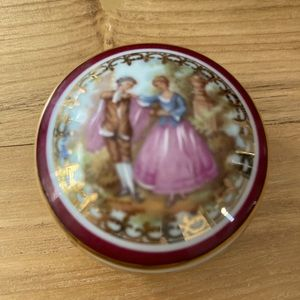 Limoges Monarch French Lovers Porcelain  Pill Box